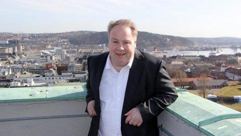 REAGERER: Bystyrepolitiker Bård Folke Fredriksen (H) i Oslo liker dårlig forslaget fra MDG om å fjerne bilene i den nye hovedgata i Bjørvika. - Det er populisme, mener han.