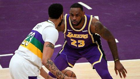 STJERNEMØTE: LeBron James og Anthony Davis under onsdagens kamp i Los Angeles.