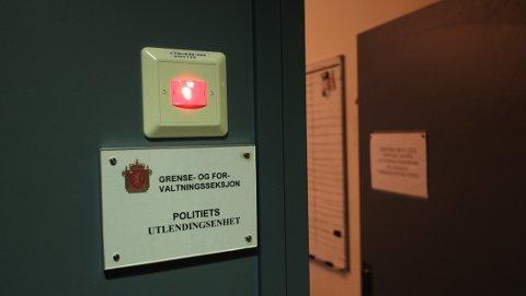 HADDE MED LEGE: Politiets utlendingsenhet hadde derfor med en lege og en sykepleier ved pågripelsen og fram til familien ankom Oslo lufthavn. På selve flyet var det også med en lege.