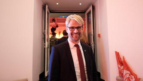 STARTER FORHANDLINGER: Roger Valhammer, Arbeiderpartiets toppkandidat og sittende byrådsleder i Bergen på partiets valgvake mandag kveld.
