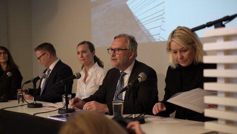 TRUSSELVURDERING: Tirsdag presenterte PST trusselvurderingen for 2020. PST-sjef Hans Sverre Sjøvold hadde selskap av justisminister Monica Mæland (H) under presentasjonen.