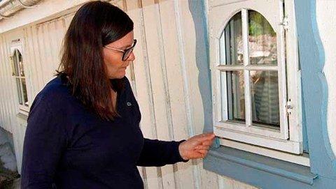 Innbruddstyven tok seg inn i familiehytta til Marianne Thielemann gjennom et lite vindu.