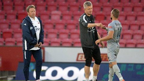 Viking-trener Bjarne Berntsen (til venstre). Til høyre Veton Berisha. Kommer sesongens første mål for spissen onsdag?