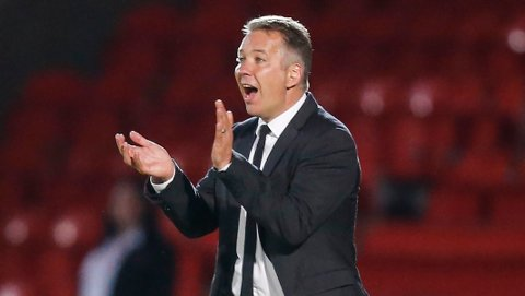 Peterborough United og manager Darren Ferguson (t.v) topper tabellen i League One etter de elleve første kampene.