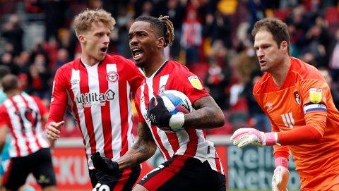 Brentfords Ivan Toney jubler etter å ha scoret mot Bournemouth i playoff-semifinalen.