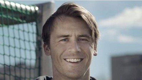 FØLGER TOPPSERIEN TETT: Carl-Erik Torp er en av dem som følger Toppserien tettest og utpeker seg tre lag som han tror vil prege toppen av tabellen.