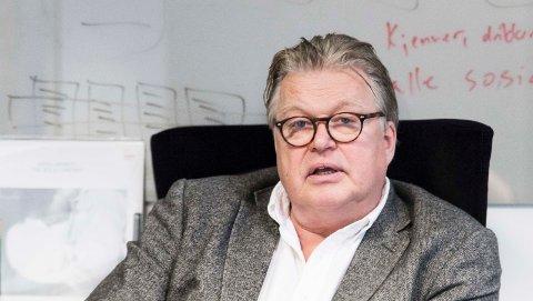 UNDRER: Trond Blindheim, dosent ved Høyskolen Kristiania, forstår lite av planene om Facebooks navnendring. Foto: Høyskolen Kristiania