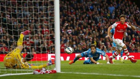 MÅLLØS: Olivier Giroud klarte ikke å overliste Sunderlands keeper, Costel Pantilimon.