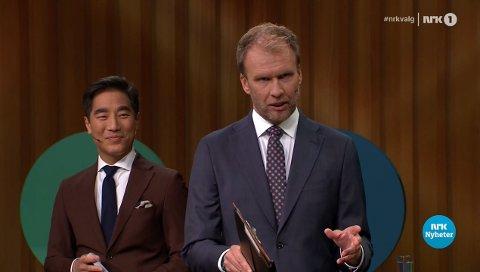 PÅ HUGGET: NRK-profilene Fredrik Solvang (44) og Atle Bjurstrøm (47) leder årets aller siste partilederdebatt. Sistnevnte hevet stemmen så mye at sosiale medier reagerer.