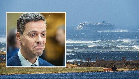 HYLLER: Knut Arild Hareide hyller redningsarbeidet etter cruiseskip-katastrofen. Foto: NTB Scanpix