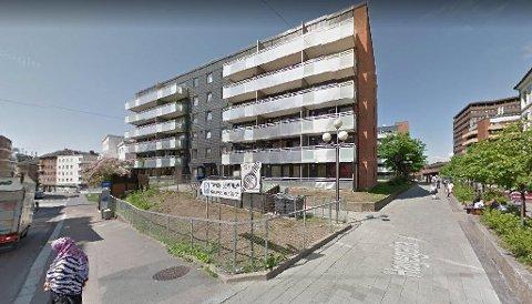 TØYEN: I denne bygården ved Tøyen sentrum bor seks somaliske kvinner stuet sammen på 85 kvadratmeter.