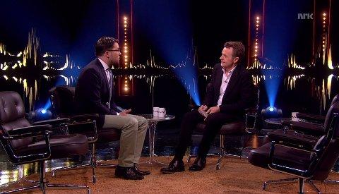 Fredrik Skavlan intervjuer SD-leder Jimmie Åkesson.