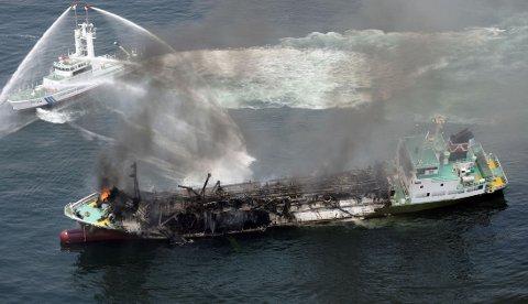 ANTENTE: Trolig var det gasser fra oljerester i tankene som ble antent da skipet Shoko Maro eksploderte torsdag morgen.