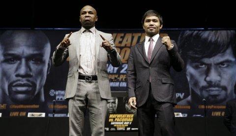 GIGANT-DUELL: Floyd Mayweather (til venstre) og Manny Pacquiao har diskutert en kamp i flere år. Nå kommer den omsider.