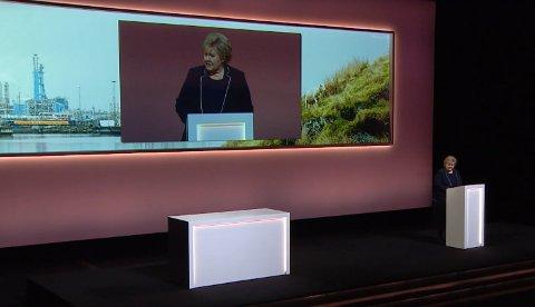 REGISTRERT SOM TEATERBESØKENDE: Statsminister Erna Solberg foredrar på Equinors høstkonferanse 2018 på Det Norske Teatret. Dermed telles hun som teaterbesøkende av SSB.