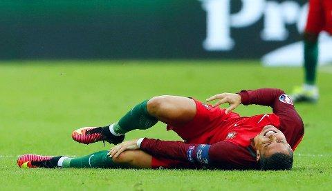 TÅREVÅTT: Cristiano Ronaldo fikk ikke fullført EM-finalen mot Frankrike. De bitre tårene hans ble erstattet av gledestårer da lagkameratene likevel ordnet portugisisk EM-gull. Nå kan skaden til Ronaldo attpåtil føre til enda flere tårer, på norsk jord.