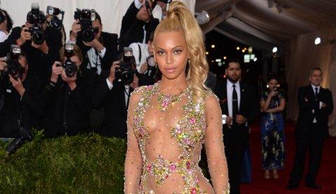 Beyonce viser fram kroppen og spiller på sex, men er likevel et feministisk ikon for unge kvinner.