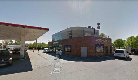 STENGER OM INNESERVERING OM NATTEN: McDonald's ved Rikshostpitalet i Oslo stenger innedelen om natten fra torsdag til mandag.