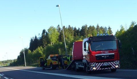 En av bilene brukt til smuglingen berges ved Moss lufthavn Rygge.