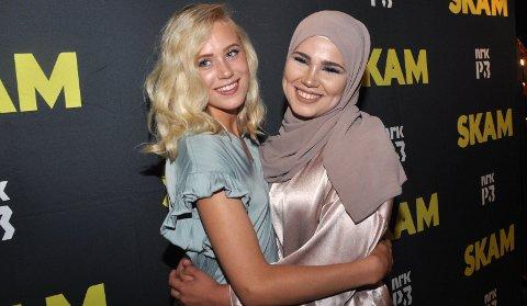 Josefine Frida Pettersen og Iman Meskini på avslutningsfesten for Skam på Sentralen i Oslo.