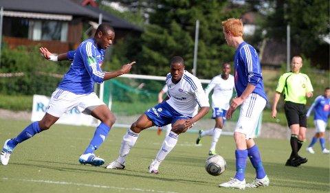 Kontroll: Kjelsås-kaptein Babs Akinyemi hadde full kontroll på lillebror Shola hos Vålerenga 2.