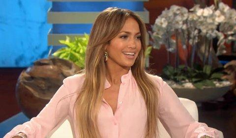 HAN TRENGER IKKE VÆRE UNG: Jennifer Lopez avviser at hun bare treffer yngre menn.