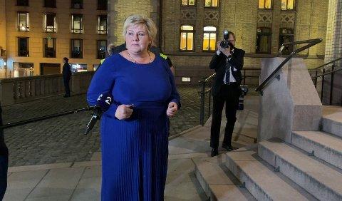SKEPTISK: Erna Solberg har gratulert Jonas gahr Støre, men har en mistanke om at noen kommer til å møte seg selv i døren i tiden fremover.