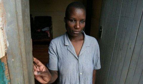STORE KONSEKVENSER: Fembarnsmoren Christine ble blind som følge av hiv-infeksjonen. Ressursmangelen er en ekstra byrde. Hun har ikke en gang en stokk. (FOTO: Glenna Gordon)