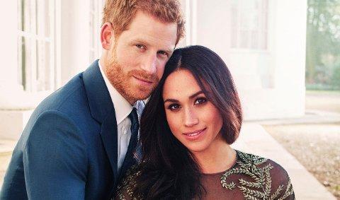 Meghan Markle og prins Harry på de offisielle forlovelsesbildene sine fra desember 2017.