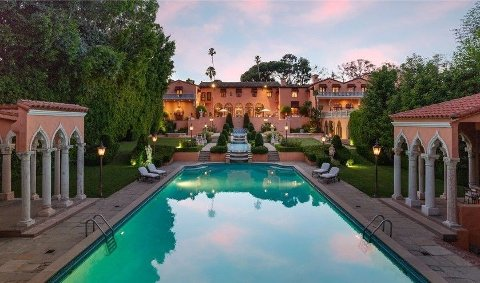 Luksuseiendommen i Beverly Hills har måttet dumpe prisen med 30 millioner dollar.