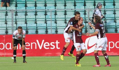 HYLLES: Jone Samuelsen scoret Odds første mål mot Sogndal, og hylles av egen trener etter kampen.
