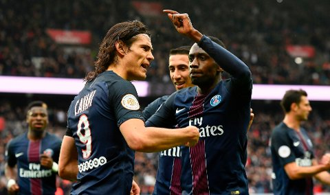 LÅNER TABELLTOPPEN: Edinson Cavani og Ángel Di María sndte Paris-Saint Germain forbi Monaco i Ligue 1 lørdag.