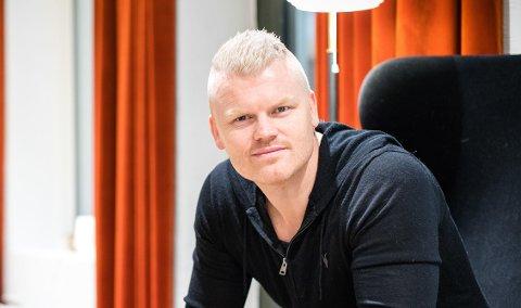 PÅ TELEFON: John Arne Riises stemme er å høre på oppringninger fra Betsson. Lotteritilsynet reagerer.