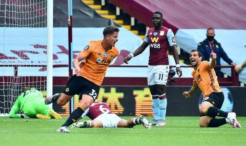 LEVERTE IGJEN: Wolverhampton og matchvinner Leander Dendoncker i lørdagens oppgjør mot Aston Villa.