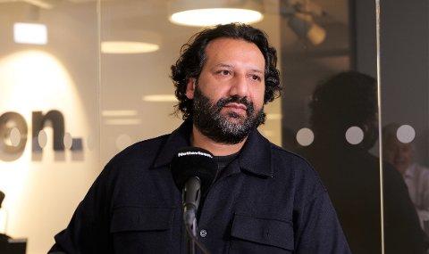 SJIKANE: Kadafi Zaman forteller Stavrum & Eikeland om den grove hetsen han er blitt utsatt for gjennom sin journalistjobb.