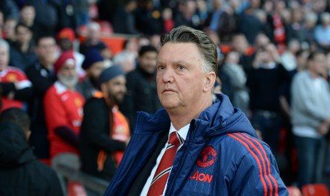 MOT SLUTTEN? Louis van Gaal og Manchester United spiller semifianle i FA-cupen mot Everton lørdag kveld. Manageren levnes små sjanser for å få fortsette, selv om United skulle vinne den gjeveste cuptittelen i engelsk fotball.
