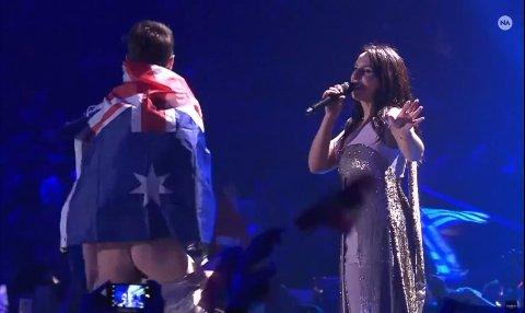 MED RUMPA BAR: Vitalii Sediuk tok scenen under Ukrainas bidrag i Eurovision Song Contest. Selv innenriksministeren reagerte på den nakne rumpa.