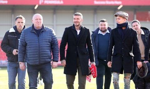 David Beckham eier den nyoppstartede klubben Inter Miami i USA. Nå har han også kommet seg inn på eiersiden i Salford City. Her er han sammen med Phil Neville (t.v.), sønnen Romeo Beckham og Dave Gardner.