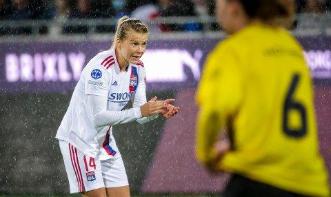 Ada Hegerberg var tirsdag tilbake på fotballbanen i kamp for første gang på over 20 måneder. Hun slapp til som innbytter i Lyons seier over Häcken i Sverige. Foto: Adam Ihse / TT / NTB