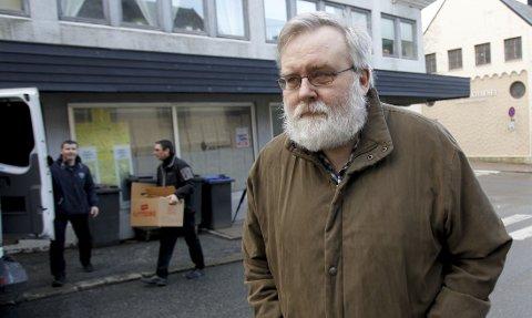 Kjell Gunnar Larsen, leder av SOS rasisme, ble sammen med samboeren pågrepet under en politirazzia i dag. Her er han avbildet i februar 2012 i forbindelse med at politiet ransaket Haugesund-lokalene til organisasjonen på jakt etter dokumentasjon på medlemsjuks.