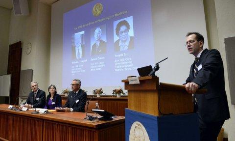 Urban Lendahl, sekretær for Nobelkomiteen for fysiologi og medisin, annonserer vinnerne av Nobelprisen i medisin