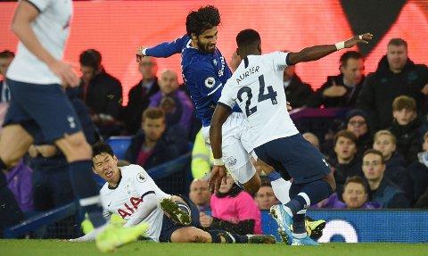 SKREKKSKADE: Andre Gomes skadet seg stygt i møtet mellom Everton og Tottenham.