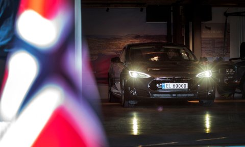 TO PROSENT av bilene i Norge går på elektrisitet. Det er én prosent mer enn i Nederland, som har den nest største andelen av elbiler i verden.