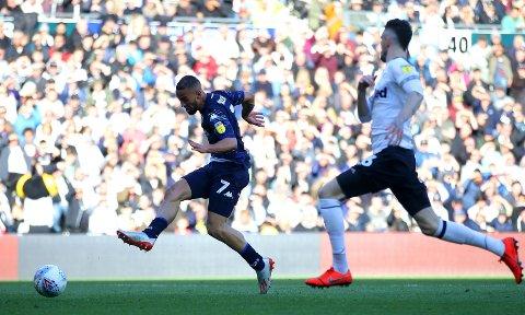 MATCHVINNER: Leeds Uniteds Kemar Roofe scoret det eneste målet, og laget fikk med seg en fordel inn i kamp to mot Derby i omspillet om opprykk til Premier League.