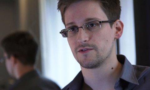 Edward Snowden er en amerikansk IT-tekniker og varsler som var utplassert i National Security Agency (NSA) da han lekket graderte opplysninger om det amerikanske etterretningsprogrammet PRISM til The Guardian og The Washington Post i juni 2013.