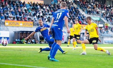 BERGET PONEG: Thomas Lehne Olsen scoret for Lillestrøm borte Sandefjord i et oppgjør der mange sjanser gikk i vasken.