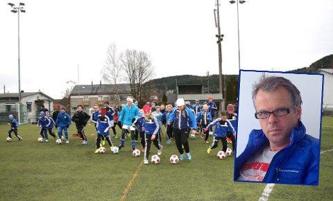 LEDER: Truls Nygaard er den nye daglige lederen i Kjelsås IL. Her glade barn på FEST – Fotball Etter Skoletid.