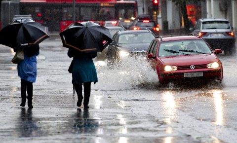 REGN: Det blir skiftende vær helt ut i neste uke. Foto: Vegard Grøtt / NTB scanpix