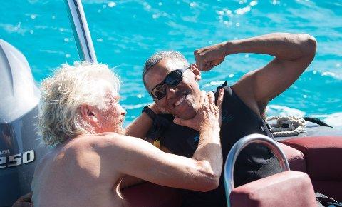 ENDELIG FERIE: President Barack Obama og den britiske forretningsmannen Richard Branson om bord i en båt ved Bransons private øy i De britiske jomfruøyer.