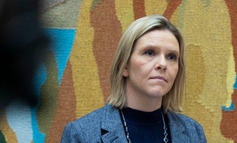 Frps nestleder Sylvi Listhaug er ikke imponert over at regjeringen lar asylretten få forrang i krisetider hvor andre menneskerettigheter må vike.